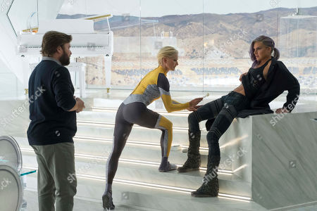 Haley Joel Osment as Stu Camillo, Katherine LaNasa as Athena and Eliza Coupe as Tiger