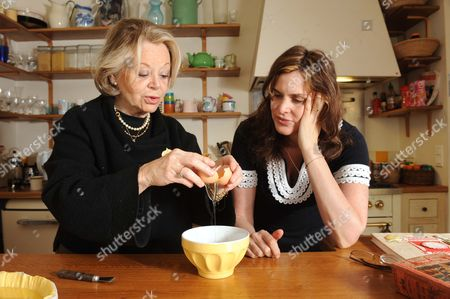 Stock Photo of Janine Di Giovanni and mother in law making Jarret Veau