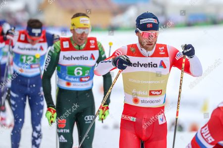 Martin Johnsrud Sundby of Norway (R), Andreas Katz of Germany (C) and Scott Patterson of the US (L) in action during the Men's Cross Country Relay 4x10 km competition of the 2019 Nordic Skiing World Championships Seefeld in Seefeld, Austria, 01 March 2019.