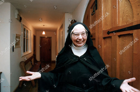 Sister Wendy Beckett Art Critic And Presenter Of Bbc Show 'the Story Of Painting'. . Rexmailpix.