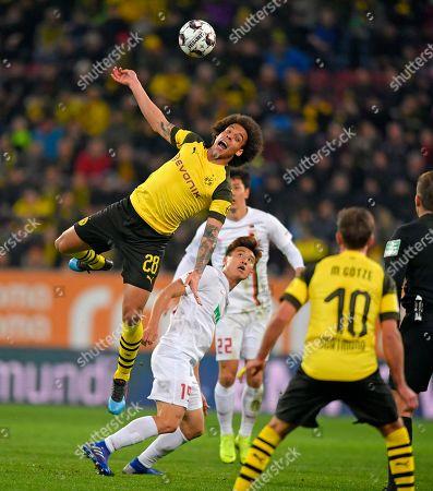 01.03.2019, Football 1. Bundesliga 2018/2019, 24.  match day, FC Augsburg - Borussia Dortmund, in WWK-Arena Augsburg.  Axel Witsel (li, Dortmund)  -  Ja-Cheol Koo (Augsburg).