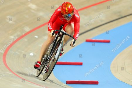 Lin Junhong of China races the Women's 500m Time Trial.