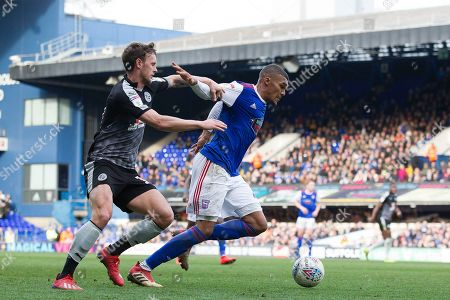 Collin Quaner of Ipswich Town get free from John Swift of Reading and surges forward during Ipswich Town vs Reading, Sky Bet EFL Championship Football at Portman Road on 2nd March 2019