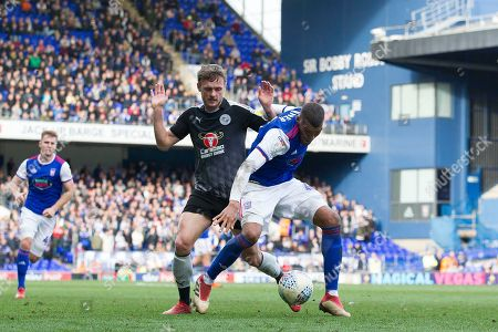 Collin Quaner of Ipswich Town sheilds the ball from John Swift of Reading during Ipswich Town vs Reading, Sky Bet EFL Championship Football at Portman Road on 2nd March 2019