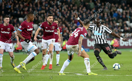 Mohamed Diame of Newcastle United  tries to create a shot through a crowded home defence