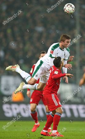 02.03.2019, Football 1. Bundesliga 2018/2019, 24.  match day, Borussia Moenchengladbach - FC Bayern Muenchen, Borussia-Park Moenchengladbach. (L-R) Christoph Kramer (Gladbach)  -  Thiago Alcantara (Bayern Muenchen)