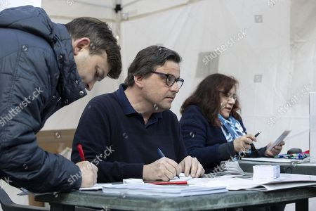 Former Italian Economic Development Minister Carlo Calenda (C) hands out ballots to voters at a PD party tent during the primary elections for the national secretariat of the Italian Democratic Party (Partito Democratico, PD), in Rome, Italy, 03 March 2019. PD politicians Maurizio Martina, who replaced Renzi following his resignation in 2018, Roberto Giachetti and Nicola Zingaretti are the main candidates for the Democratic Party's leadership election which was triggered by the party's general election defeat and Renzi's withdrawal in 2018.