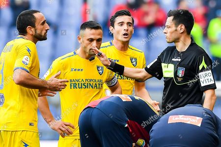 Frosinone players (L-C) Cristian Molinaro, Federico Viviani, and Francesco Cassata argue with Italian referee Maurizio Mariani (R) during the Italian Serie A soccer match between Genoa CFC and Frosinone Calcio in Genoa, Italy, 03 March 2019.