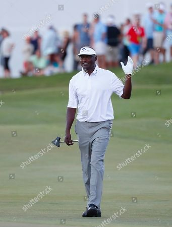 Vijay Singh, of Fiji, waves to the crowd as he arrives at the 18th hole during the final round of the Honda Classic golf tournament, in Palm Beach Gardens, Fla