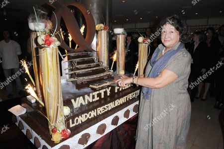 Fay Maschler cuts the cake