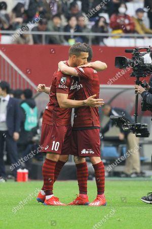 (L-R) Lukas Podolski, David Villa (Vissel)