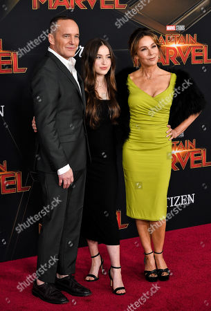 Clark Gregg, Stella Gregg and Jennifer Grey