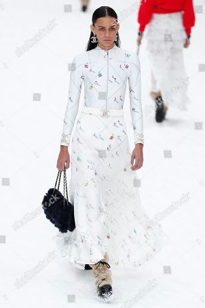 US model Binx Walton presents a creation from the Fall/Winter 2019/20 Women's collection by the late German designer Karl Lagerfeld for Chanel fashion house during the Paris Fashion Week, in Paris, France, 05 March 2019. Karl Lagerfeld died aged 85 on 19 February 2019. His final collection for Chanel is presented at the Grand Palais on the last day of the Paris Fashion Week.