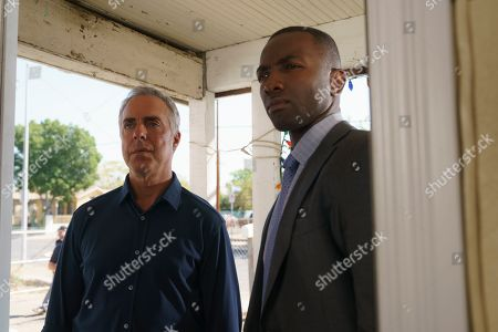 Titus Welliver as Harry Bosch and Jamie Hector as Jerry Edgar