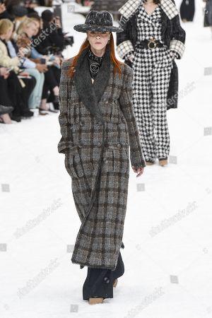 Mariacarla Boscono on the catwalk