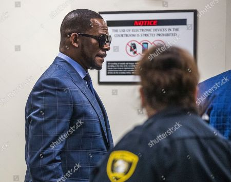US R& B singer R. Kelly (L) arrives for a child support hearing at the Cook County Circuit Court at the Daley Center in Chicago, Illinois, USA 06 March 2019. Kelly, who faces criminal sexual abuse charges, has failed to pay more than 161,000 USD in back child support. He was taken into custody to be returned to the Cook County Jail after failing to pay the full amount he owes.