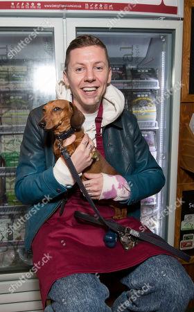 Professor Green visits the Benyfit Natural premium raw dog food stand