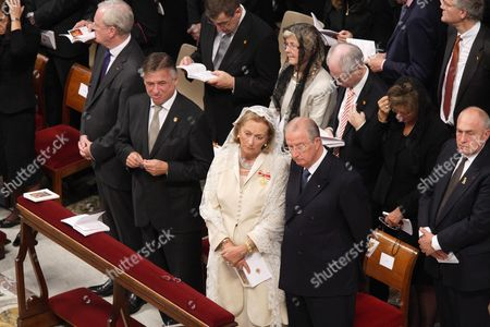 Armand De Decker, Patrick Dewael, Queen Paola, King Albert and the Belgian delegation