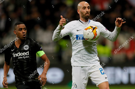 Frankfurt's Gelson Fernandes (L) in action with Inter's Borja Valero (R) during the UEFA Europa League round of 16, first leg soccer match between Eintracht Frankfurt and FC Inter in Frankfurt Main, Germany, 07 March 2019.
