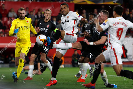 Gabriel Mercado, Vladimír Coufal. Sevilla's Gabriel Mercado, third left, fights for the ball with Slavia's Vladimír Coufal, second right, the Europa League round of 16 second leg soccer match between Sevilla and Slavia Praha at the Sanchez Pizjuan stadium, in Seville, Spain