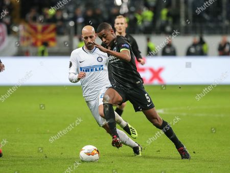 Frankfurt's Gelson Fernandes (R) in action against Inter's Borja Valero during the UEFA Europa League round of 16, first leg soccer match between Eintracht Frankfurt and FC Inter in Frankfurt Main, Germany, 07 March 2019.