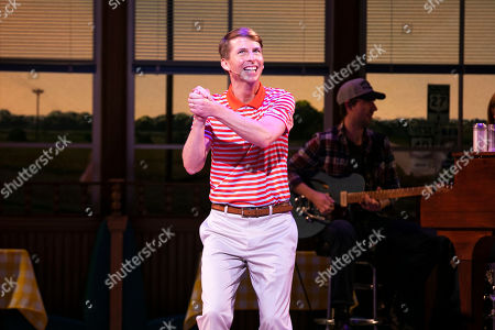 Jack McBrayer (Ogie) during the curtain call