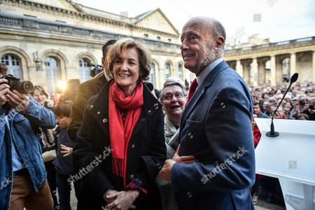 Former Bordeaux's mayor Alain Juppe, flanked by his wife Isabelle, says goodbye to Bordeaux's inhabitants at Bordeaux's city hall. Alain Juppe resigned from his mayor position and will become member of the Constitutional Council, the country's highest constitutional authority