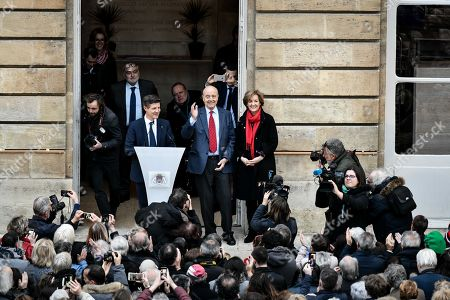 Former Bordeaux's mayor Alain Juppe, flanked by his wife Isabelle and Bordeaux's newly elected mayor Nicolas Florian, says goodbye to Bordeaux's inhabitants at Bordeaux's city hall. Alain Juppe resigned from his mayor position and will become member of the Constitutional Council, the country's highest constitutional authority