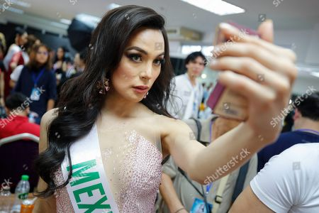 Transgender Beauty Contest Pattaya Stock Photos (Exclusive