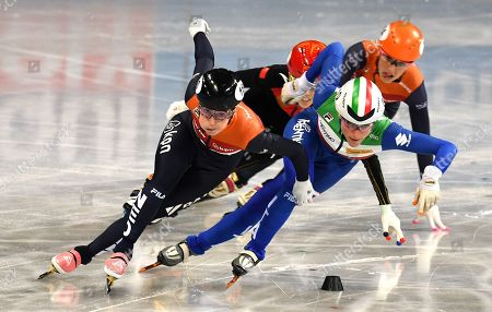 Lara van RUIJVEN of the Netherlands (L) and Martina VALCEPINA of Italy (R) competes in the Ladies 500m Final at the ISU World Short Track Speed Skating Championships in Sofia, Bulgaria, 09 March 2019.