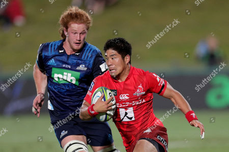 Rikiya Matsuda (R) of the Sunwolves in action against Tom Robinson (L) of the Blues during the Super Rugby match between Blues and Sunwolves in at the North Harbour Stadium in Auckland, New Zealand, 09 March 2019.