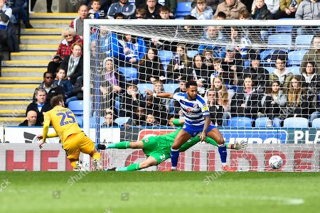 Nick Powell of Wigan Athletic left scores the first goal past   Referee Andy Davies keeper Emiliano Mart?nez of Reading  during Reading vs Wigan Athletic, Sky Bet EFL Championship Football at the Madejski Stadium on 9th March 2019