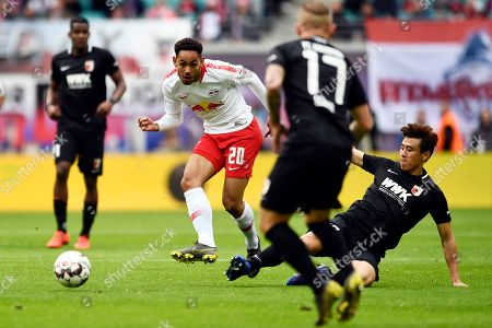 Leipzig's Matheus Cunha (C) and Augsburg's Ja Cheol Koo (R) in action during the German Bundesliga soccer match between RB Leipzig and FC Augsburg, in Leipzig, Germany, 09 March 2019.