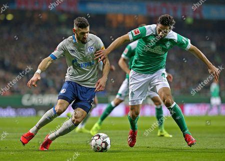 08.03.2019, Football 1. Bundesliga 2018/2019, 25.  match day, Werder Bremen - FC Schalke 04, Weserstadium Bremen. (L-R) Daniel Caligiuri (Schalke)  -  Claudio Pizarro (Werder Bremen)