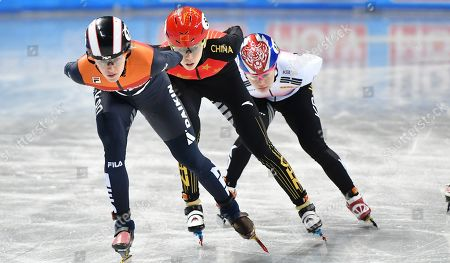 China's Kexin Fan, center, competes with South Korea's Ji Yoo Kim, right, and Netherland's Rianne de Vries during the Ladies 1000-meter quarterfinal at the ISU World Short Track Speed Skating Championships in Sofia, Bulgaria, on
