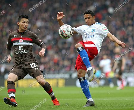 10.03.2019, Football 2. Bundesliga 2018/2019, 25.  match day, FC St. Pauli - Hamburger SV, Millerngoal-stadium Hamburg. (L-R) Ryo Miyaichi (FC St. Pauli)  -  Douglas Santos (Hamburg)