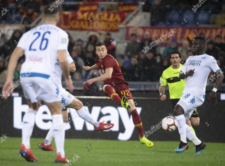 Roma's Stephan El Shaarawy (C) in action during the Italian Serie A soccer match AS Roma vs Empoli FC at the Olimpico stadium in Rome, Italy, 11 March 2019.