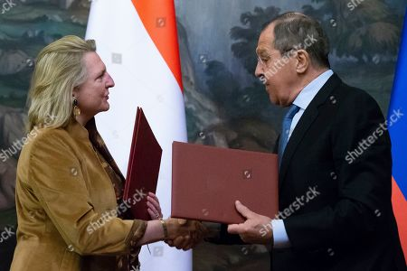 Sergey Lavrov, Karin Kneissl. Russian Foreign Minister Sergey Lavrov, right, and Austrian Foreign Minister Karin Kneissl exchange documents during a signing ceremony after their talks in Moscow, Russia