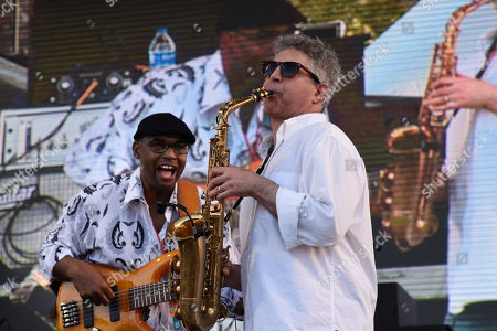 Gerald Veasley, left, and Nelson Rangell perform at 'Jazz In The Gardens' at Hard Rock Stadium on Sunday, March 10, 2019 in Miami Gardens, Fla.