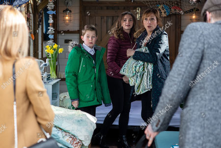 Stock Photo of Ep 8430 Thursday 28th March 2019 - 2nd Ep Laurel Thomas, as played by Charlotte Bellamy, Gabby Thomas, as played by Rosie Bentham, Arthur Thomas, as played by Alfie Clarke
