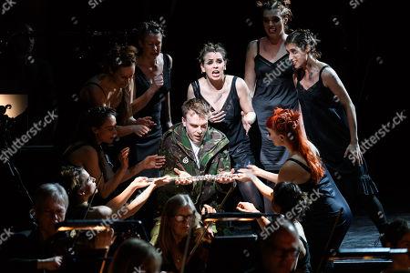 Rupert Charlesworth (Tamino), Samantha Price (Second Lady), the chorus.