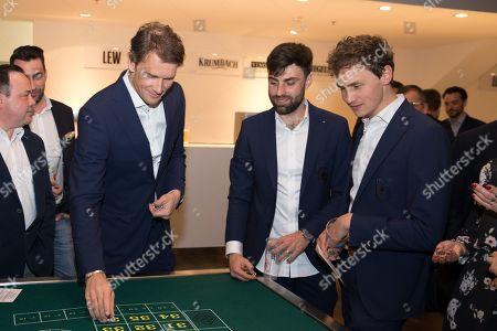 Co-Tainer Jens Lehmann (FC Augsburg), Jan Moravek #14 (FC Augsburg), Reha-Trainer Soenke Ermgassen (FC Augsburg)Roulette, Casino Night FC Augsburg, 13.03.2019