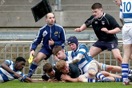 Crescent College vs Rockwell College. Crescent's John Lyons scores a try