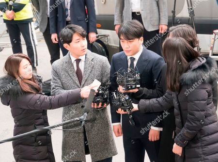 Lee Seung-hyun (C), a member of K-pop boy band BIGBANG, arrives at the Seoul Metropolitan Police Agency for police questioning over sex-for-favors allegations