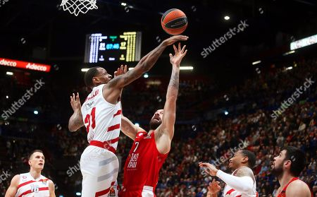 Olympiacos Piraeus' Vassilis Spanoulis (C) in action against Milan's James Nunnally (2-L) during the Euroleague basketball match between Armani Olimpia Milan and Olympiacos Piraeus in Milan, Italy, 14 March 2019.