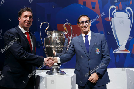 Robbie Fowler (L) Ambassador of FC Liverpool, shakes hands with Fernando Gomes (R) Head of Scouting of FC Porto after the drawing of the soccer matches for the UEFA Champions League 2018/19 quarter-finals at the UEFA headquarters in Nyon, Switzerland, 15 March 2019.