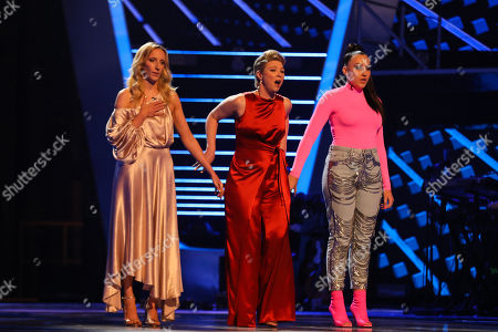 The Knockouts: Team Jennifer: Sarah Tucker, Moya and Connie Lamb. Jennifer choose Moya to go through to the semi finals.