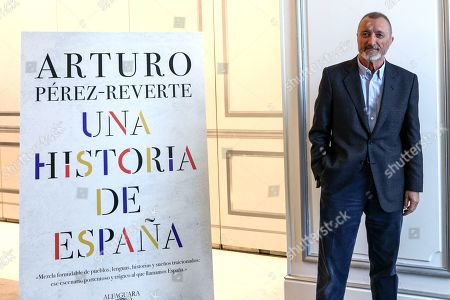 Arturo Perez Reverte Four years of episode deliveries under the title 'Patente de corso' have provided Arturo Pérez Reverte with the material for 'A History of Spain', the compilation of his 'readings, experience and common sense' about the memory of the country, 'from its origins to the end of the Transition'.