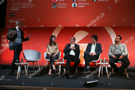 Barry Frey (CEO, DPAA -Digital Out of Home Everything), Stephanie Gutnik (Vice President, Business Development, Broadsign), Andy Bell (Director Global Data Product Management, Pitney Bowes), Brian Lavery (Managing Director, Europe, Accuweather) and Andreas Soupilotis (Founder & CEO, Hivestack)