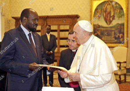 Pope Francis exchange gifts with South Sudan President Salva Kiir Mayardit during a private audience in the Vatican City, 16 March 2019.